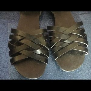 EUC CROWN VINTAGE Faux Leather Woven Sandals